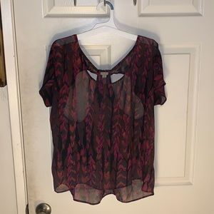 Ecote shear top w/ cut-out design on back